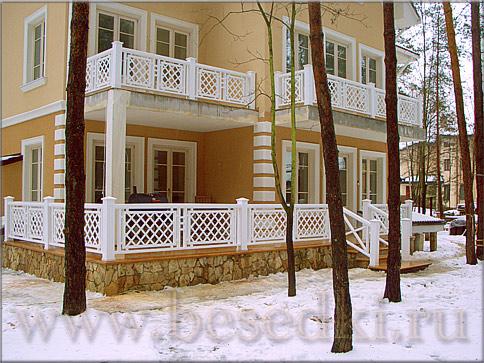 Балконные перила из дерева